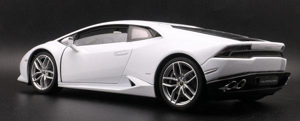 โมเดลรถ โมเดลรถเหล็ก โมเดลรถยนต์ Lamborghini Huracan white 2