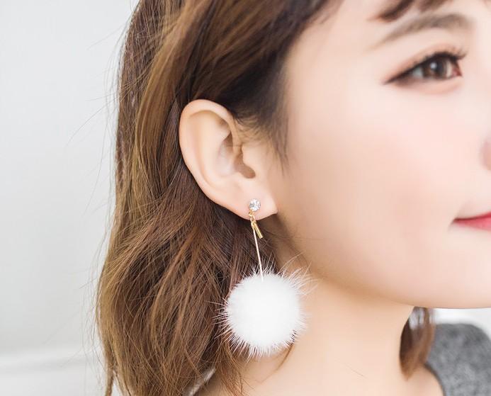 ต่างหู,ตุ้มหูแฟชั่นสไตล์เกาหลีก้านสีทองคริสตัลแต่งปอมปอมสีขาว