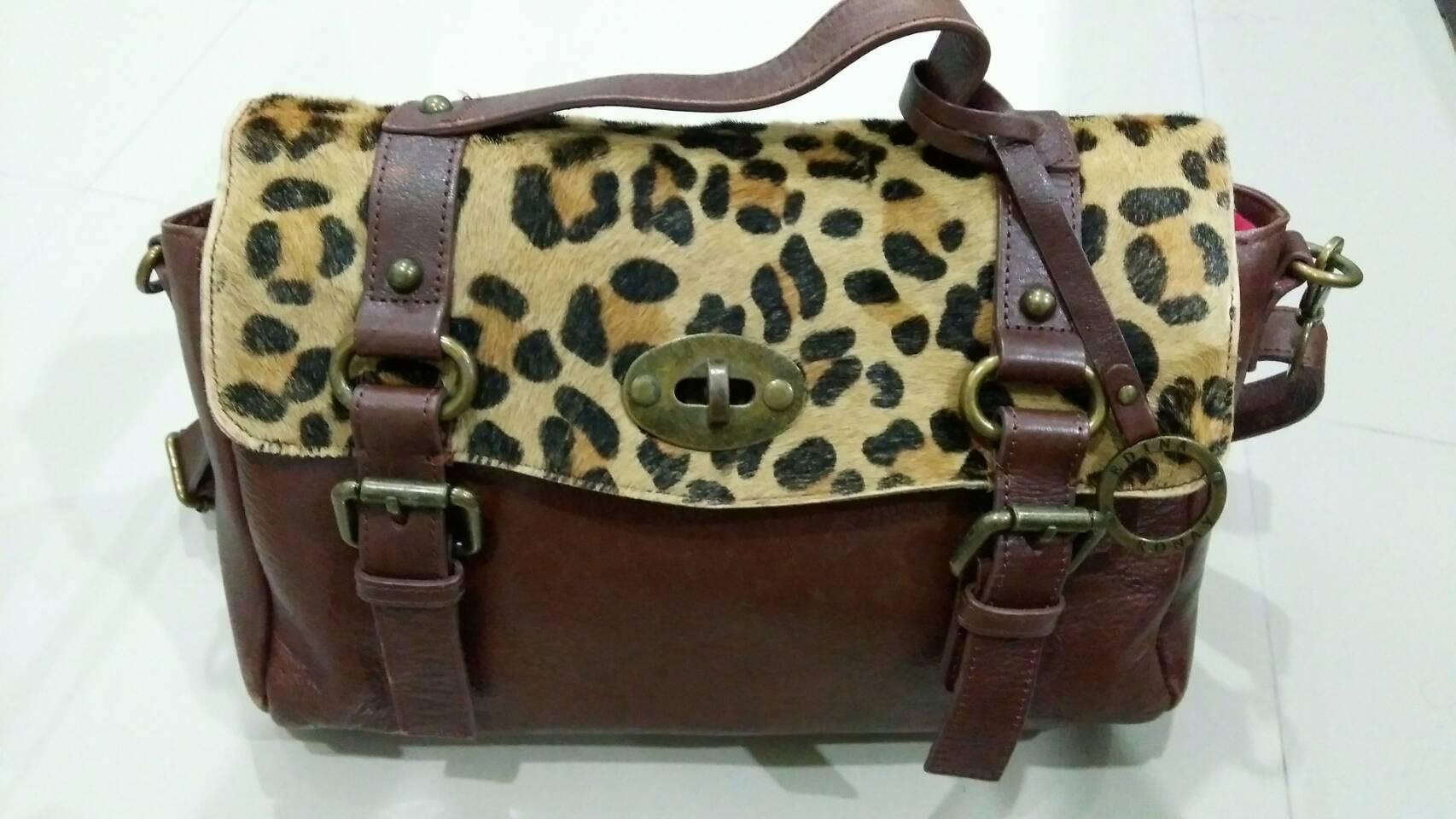 กระเป๋าสะพายข้างผู้หญิงหนังแท้ แฟชั่น จากประเทศอังกฤษ ที่เปิด เป็น ขนม้า ลายเสือ สวยเท่ 30767