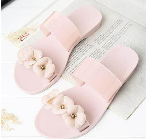 รองเท้าแฟชั่น ผู้หญิง รองเท้าแตะ ส้นเตี้ย รองเท้าแตะ แบบเงา ๆ สีกากี เรียบ ๆ รองเท้าผู้หญิง แต่งดอกไม้ เก๋ ๆ ใส่สบาย 649202_1