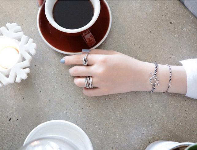 แหวนแฟชั่นเกลียวและเรียบไขว้