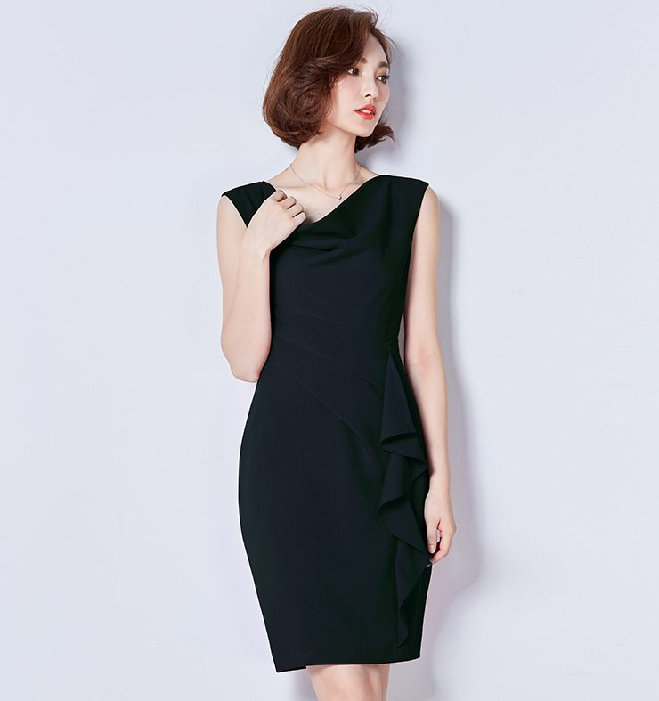 Dress4041 ชุดเดรสทรงเข้ารูปสีพื้นดำ คอถ่วง แขนกุด ซิปหลังใส่ง่าย เย็บติดซับในอย่างดีทั้งชุด จับจีบเอวด้านข้าง แต่งระบายช่วงกระโปรง ผ้าเนื้อดีเกรดพรีเมียมมีน้ำหนักทิ้งตัวสวย งานดีผ้าสวยเหมือนราคาหลักพัน งานสวยเรียบหรูดูแพง สวยจบในชุดเดียว