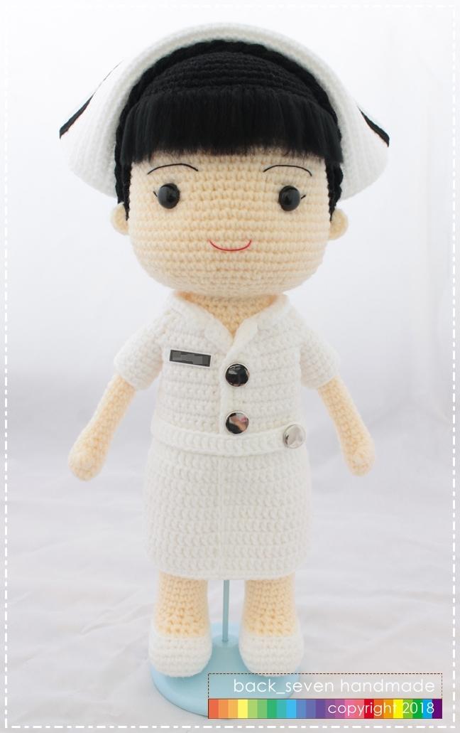ตุ๊กตาถักชุดพยาบาลหญิง