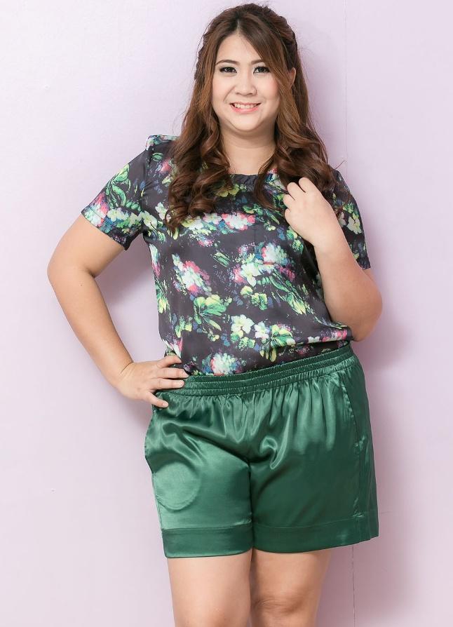 SET 2 ชิ้น เสื้อผ้าไซส์ใหญ่แขนสั้นผ้าชีฟองสีเขียวพิมพ์ลายดอกไม้ + กางเกงผ้าซาตินสีเขียวมีกระเป๋าสองข้าง
