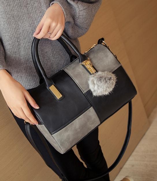 [ Pre-Order ] - กระเป๋าแฟชั่น นำเข้าสไตล์เกาหลี สีทูโทนเทา-ดำ ทรงหมอนใบหลาง ห้อยป้อมๆ สไตล์สาวมั่น ดีไซน์สวยเก๋เท่ๆ