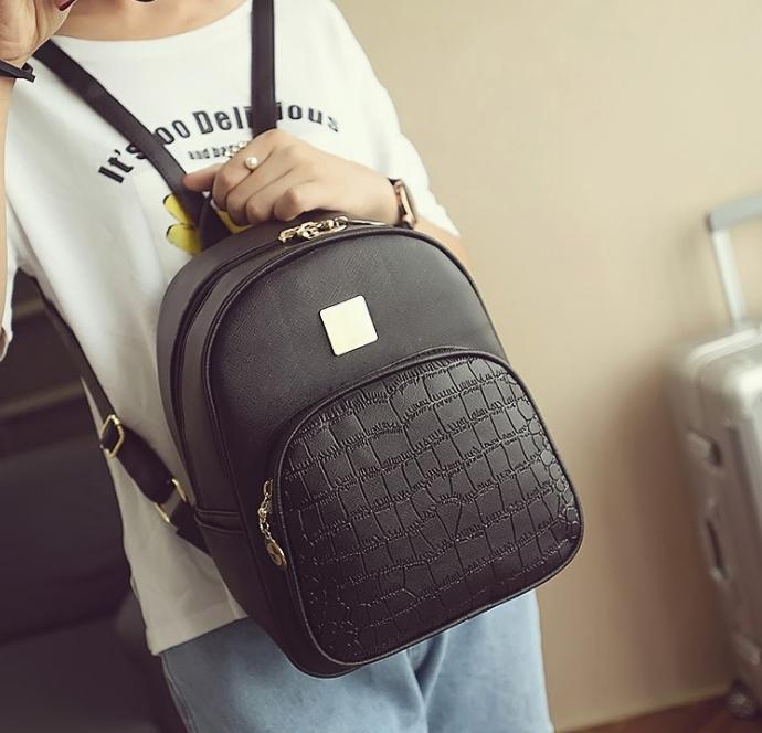 [ ลดราคา ] - กระเป๋าเป้แฟชั่น สีดำคลาสสิค ใบกลางๆ หนังอัดลายหนังสัตว์ ดีไซน์สวยเก๋เท่ๆ ไม่ซ้ำใคร สวยสุดมั่น เหมาะกับสาว ๆ ที่ชอบกระเป๋าเป้เท่ๆ