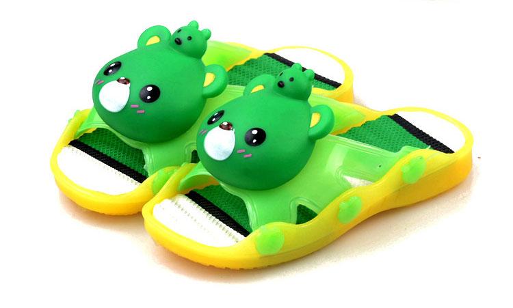 รองเท้าแตะเด็ก หมีสีเขียวบีบหัวมีเสียง Size 27-29 *** สินค้ามีไฟข้างเดียว อีกข้างไม่มีไฟค่ะ