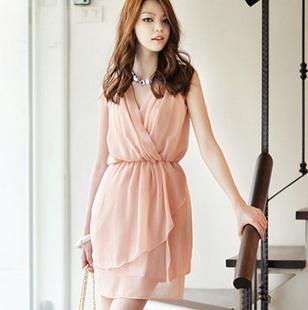 """""""พร้อมส่ง""""เสื้อผ้าแฟชั่นสไตล์เกาหลีราคาถูก Brand Chuvivi เดรสแขนกุดสีชมพู จับจีบช่วงอก คอวี จั๊มเอว กระโปรงซ้อน2ชั้น มีซับใน size M"""