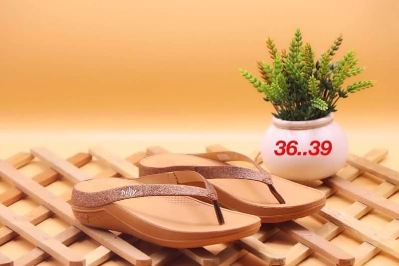 รองเท้า fitflop แบบหูคีบแต่งกากเพชร สีน้ำตาล