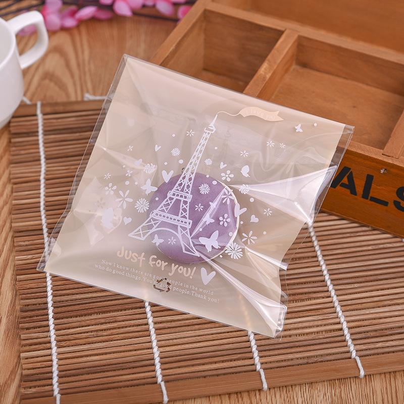 ถุงเบเกอรี่ ถุงขนม แบบมีเทปกาว สีเบส 100 ใบ/ห่อ (10*10+3 cm.)