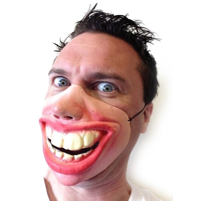 หน้ากากฟันใหญ่