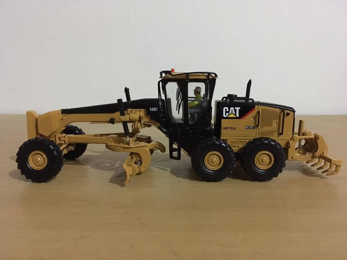โมเดลรถก่อสร้าง CAT 14M Motor Grader by DIECAST MASTERS