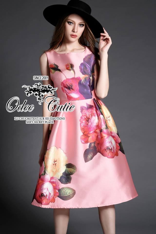 เสื้อผ้าเกาหลี พร้อมส่ง เดรสเนื้อผ้า silk หรูหรา เซ็ทตัวเป็นทรงสวย