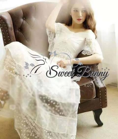 เสื้อผ้าเกาหลี พร้อมส่งเซ็ทเสื้อ+กระโปรง ผ้าลูกไม้สีขาวปักดอกไม้เล็กๆ