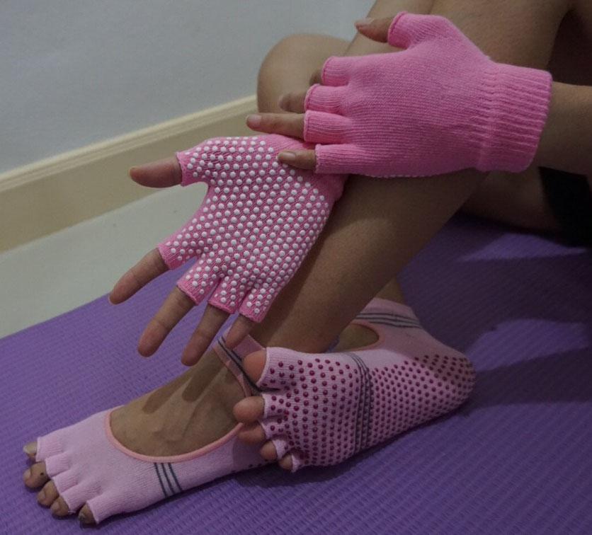 (พรีออเดอร์) ถุงมือ ถุงเท้าโยคะ กันลื่น YKSM30-11