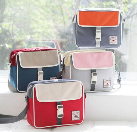 กระเป๋าสะพายข้าง ICONIC CUBIC BAG