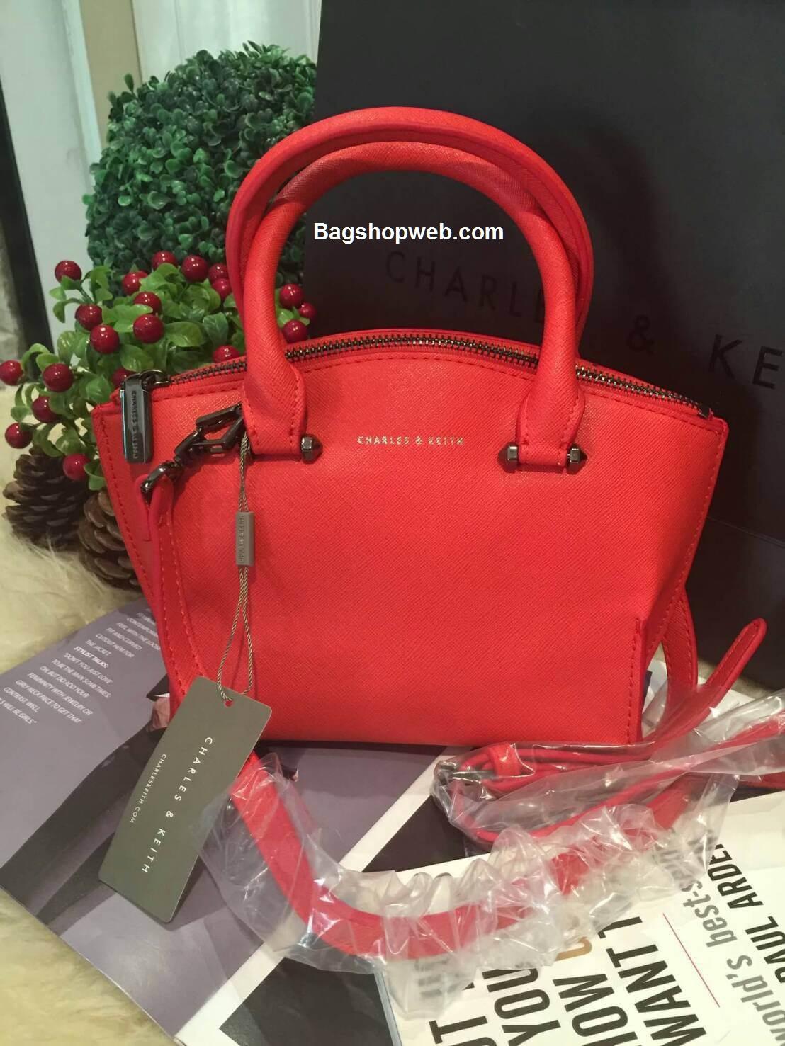 กระเป๋า CHARLES & KEITH TRAPEZE CITY BAG 2016 สีแดง กระเป๋าถือหรือสะพายหนัง Saffiano