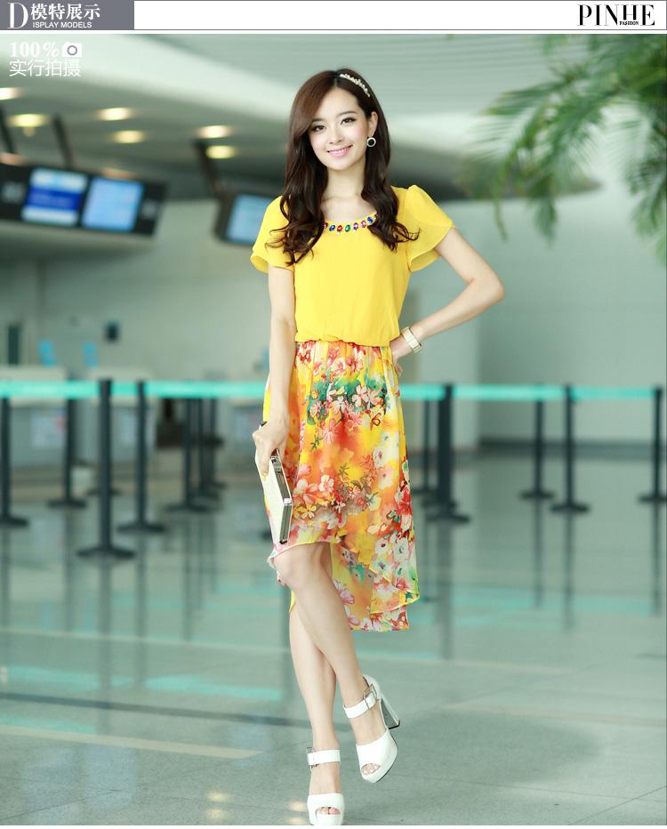 ชุดเดรสสั้นสีเหลือง แขนสั้น คอกลมเย็บเลื่อมประดับ เอวยืด กระโปรงลายดอกไม้ สวยหวาน