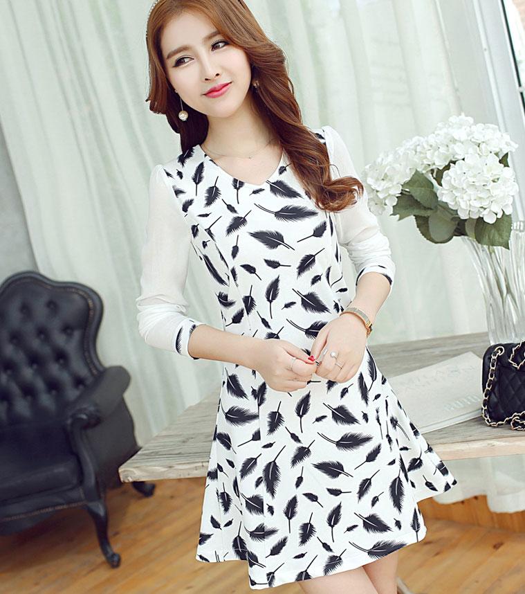 ชุดเดรสสั้นโทนสีขาวดำพิมพ์ลายขนนก แขนยาวสี่ส่วน แนวเกาหลี สวยหวานน่ารักๆ