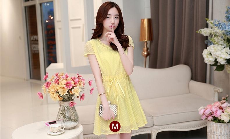 ชุดเดรสสั้นน่ารักๆ สีเหลือง ผ้าชีฟอง คอกลมแต่งระบาย แขนสั้น เอวสายรูด มีซับในมั้งตัว ขนาดไซส์ M