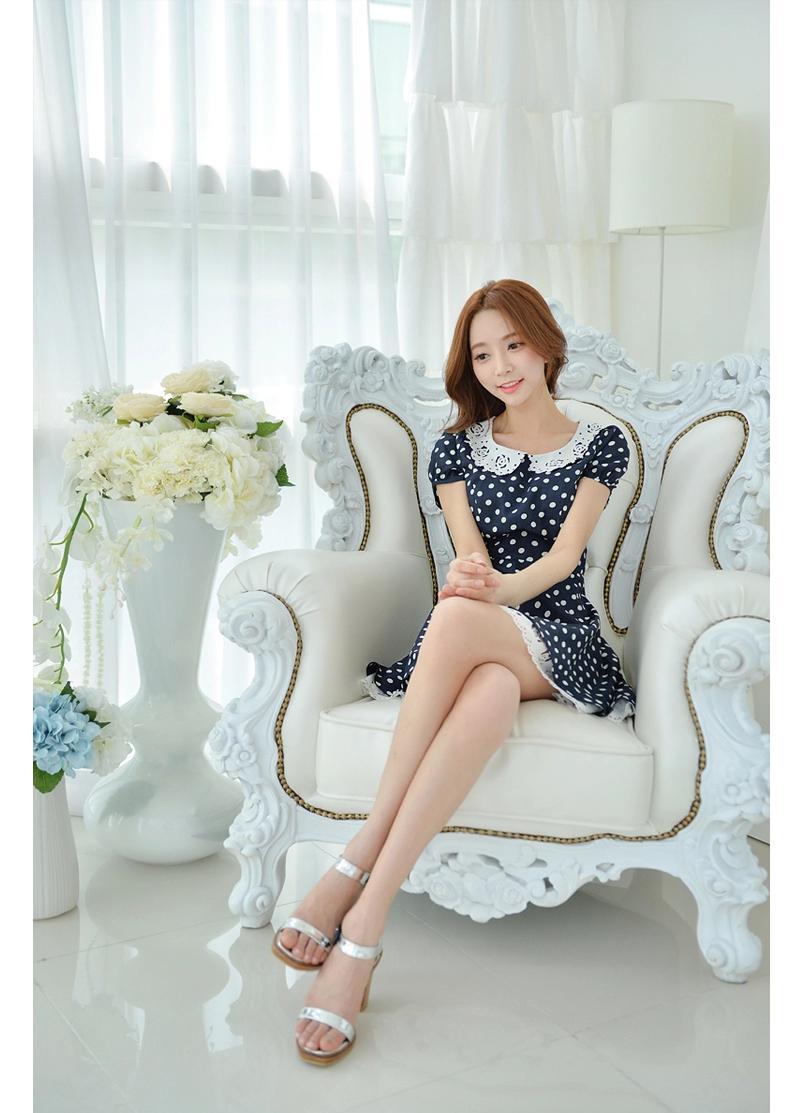 [พรีออเดอร์] ชุดเดรสชีฟองผู้หญิงแฟชั่นเกาหลีใหม่ คอตุ๊กตา ปกและชายกระโปรงลูกไม้ แบบเก๋ เท่ห์ - [Preorder] New Korean Fashion Slim Chiffon Lace Doll Collar Short-sleeved Dress