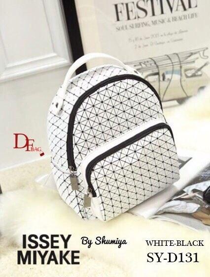 กระเป๋าเป้แฟชั่น Style Bao Bao ทรงสวย มีช่องซิปหน้า ขนาดกระทัดรัด สวยเหมือนรูปเป๊ะๆ สีขาว ดำล้วน ดำ/ขาว ดำ/ม่วง ขนาด 4.5 x 9.5 x 11 นิ้ว