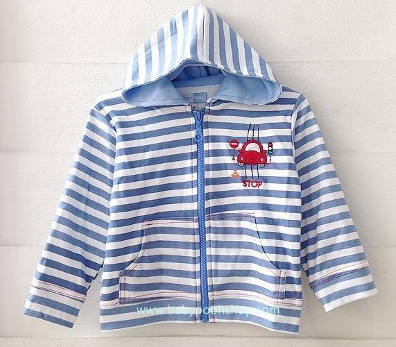 **Modern kids** : เสื้อแจ๊คเก็ทลายขวางสีฟ้า ปักรูปรถ STOP ซิปหน้า มีฮูด size 2y