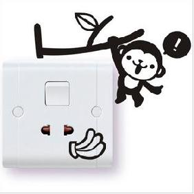 """สติ๊กเกอร์ติดปลั๊กไฟ """"ลิงโหนกิ่งไม้สีดำ""""ขนาดซองบรรจุ 15 x 12 cm"""