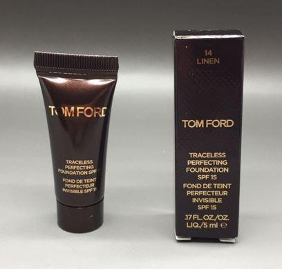 **พร้อมส่ง**Tom Ford Traceless Perfecting Foundation ขนาดทดลอง 5ml. รองพื้นทอมฟอร์ดรุ่นใหม่ เนื้อแมทท์ บางเบา ปกปิดระดับกลาง ปกปิดรูขุมขนและริ้วรอยได้ดี แต่ไม่หนา ไม่หนักหน้า ดูเนียนเป็นธรรมชาติเสมือนผิวจริง ปกป้องแดดด้วย UVA / UVB ไม่ทำให้หน้าแห้ง ปกปิดไ