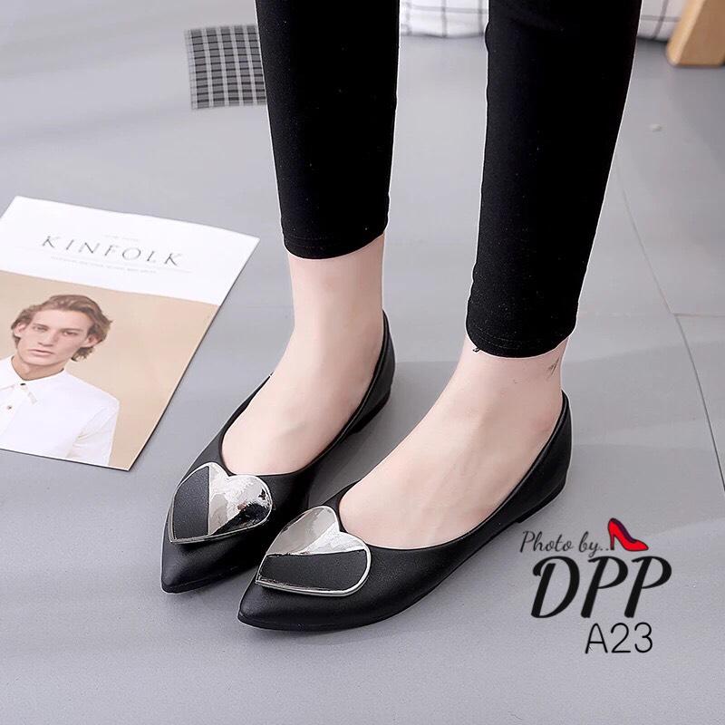 รองเท้าคัทชูส้นแบนแต่งหัวใจ (สีดำ)