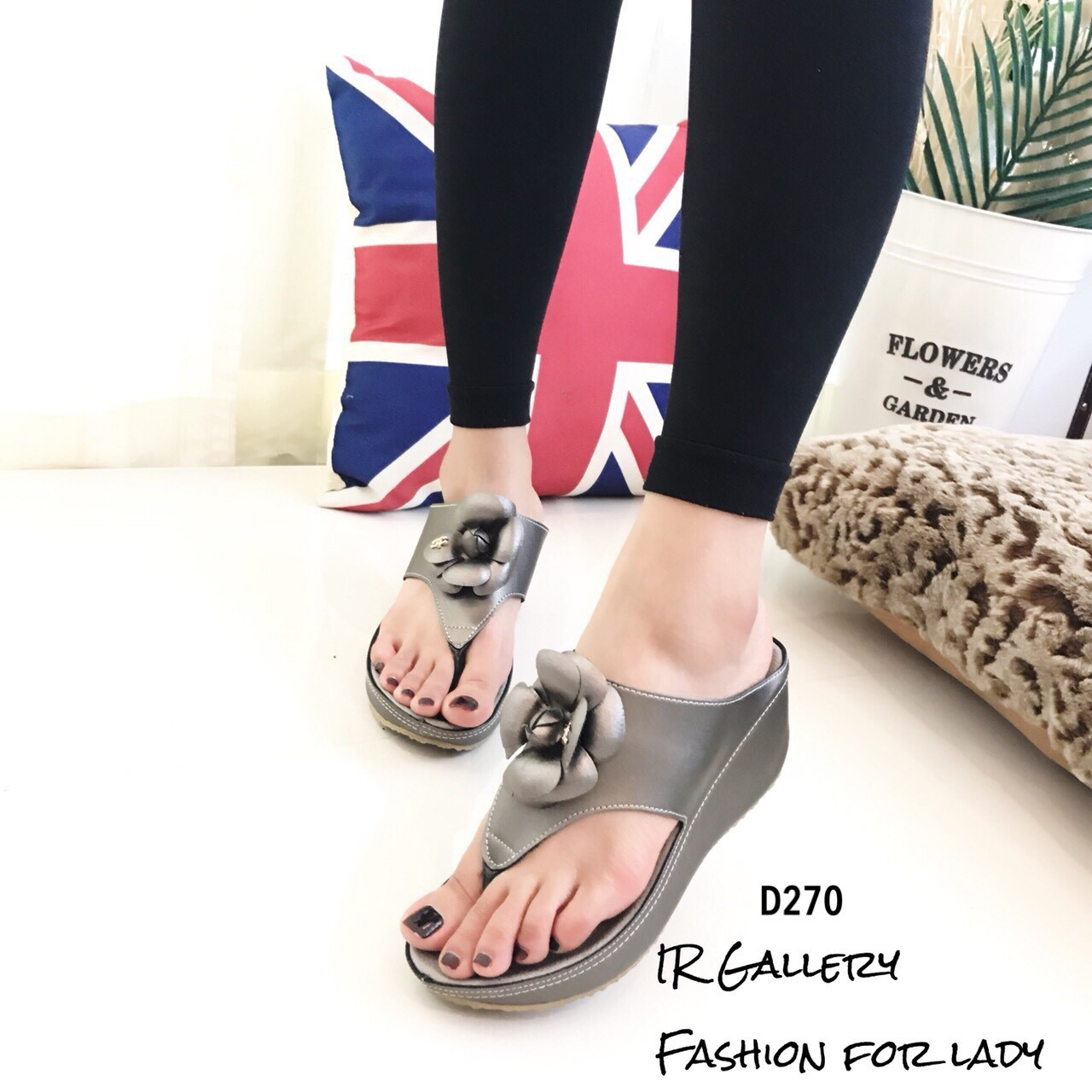 รองเท้าแตะเสริมส้นแต่งดอกไม้ Style CC (สีเทา)