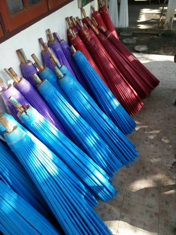 ภาพการทำร่มเคลือบน้ำมัน 40 นิ้ว ของทางร้านร่มงาม ร่มเชียงใหม่