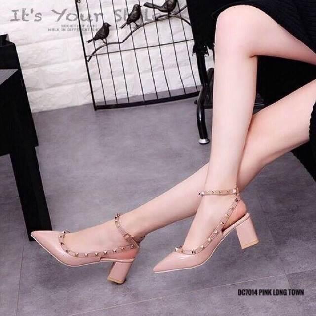 รองเท้าคัทชูส้นตันหนังเงาสไตล์ Valentino (สีชมพู)