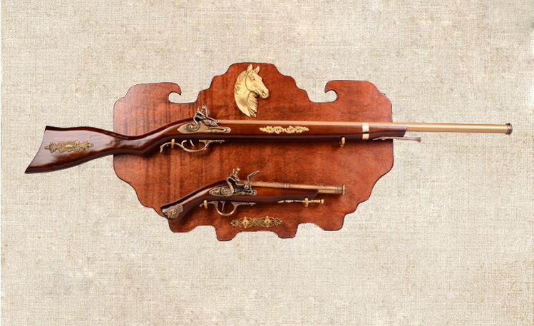 ปืนโบราณติดผนัง