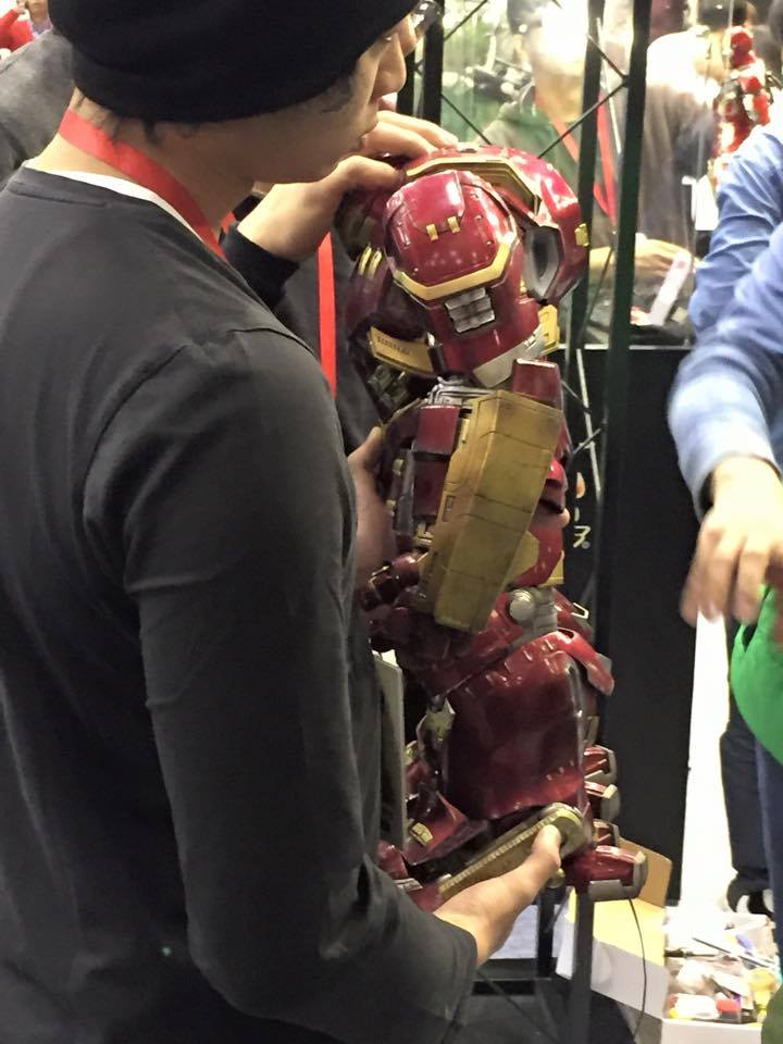 หุ่น Iron Man Hulkbuster