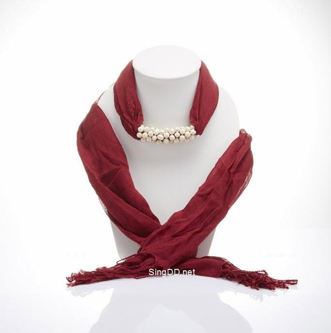 ผ้าพันคอสีแดงเลือดหมู ประดับมุกน้ำจืด