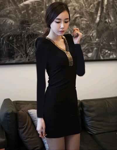 ชุดเดรสแฟชั่นสีดำ คอวี แต่ง ดิ้นทองที่คอเสื้อสวยหรู ดูดีสไตล์เกาหลี-1533