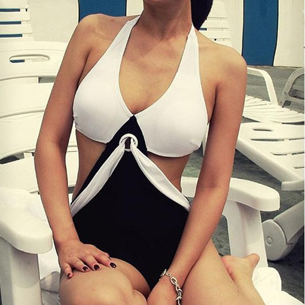 ชุดว่ายน้ำ สีขาว-ดำ 3xl เซ็กซี่มาก เว้าช่วงเอว รอบอก 36-40 สะโพก 36-40 นิ้วค่ะ