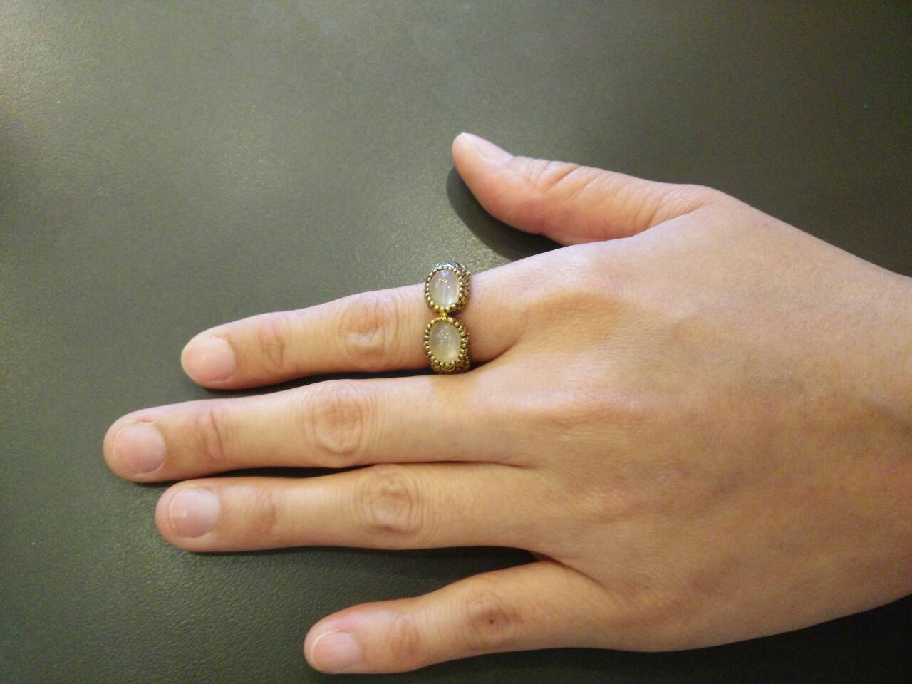 แหวนถมทอง ลายสุโขทัย ประดับพลอย 2 เม็ด