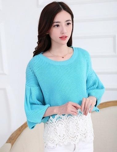เสื้อไหมพรมสีฟ้า แขนยาวแฟชั่นเกาหลี แขนพองๆ ปลายเสื้อแต่งระบายลูกไม้ คอกลม