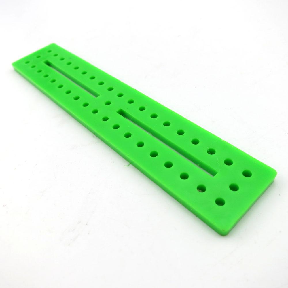แผ่นพลาสติกเจาะรู สีเขียว ขนาด 20*100mm