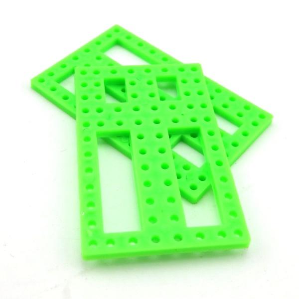แผ่นพลาสติกเจาะรู สีเขียว ขนาด 37*56mm