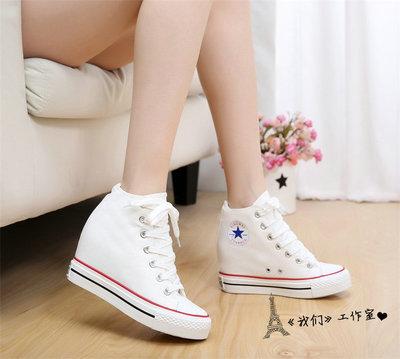 รองเท้าผ้าใบสตไล์คลาสสิคเสริมส้นภายในสูง 8 cm