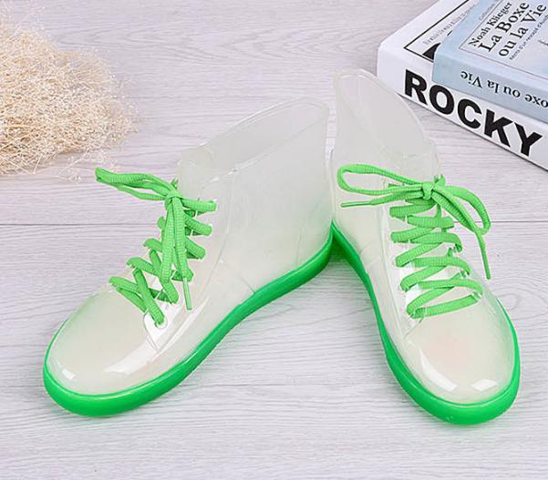 รองเท้าบูทพื้นหนาแบบขุ่น