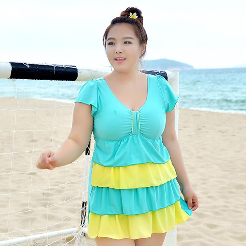 ชุดว่ายน้ำไซส์ใหญ่พร้อมส่ง : ชุดว่ายน้ำแฟชั่นสีเขียวแต่งลายผ้าสีเหลืองสีสันสดใส กางเกงขาสั้นใส่ด้านในน่ารักมากๆจ้า:รอบอก36-44นิ้ว เอว34-42นิ้ว สะโพก38-46นิ้วจ้า