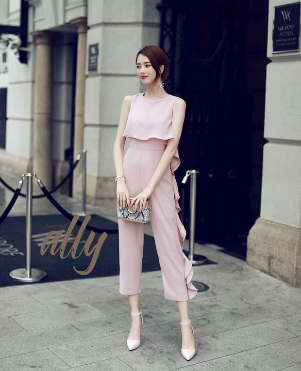 เสื้อผ้าแฟชั่นเกาหลี Normal Ally Present Boutique and classy new collection playsuit