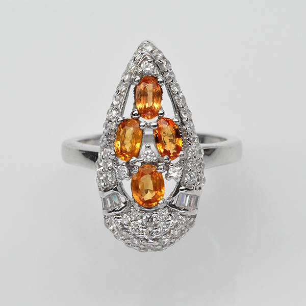 แหวนพลอยแท้ ตัวเรือนเงินแท้ 925 ชุบทองคำขาว ฝังพลอยบุษราคัมล้อมเพชร CZ เกรดพรีเมี่ยม