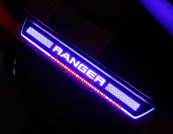 ชายบันไดมีไฟ FORD RANGER 2015-2017 แสงสีฟ้า FITT