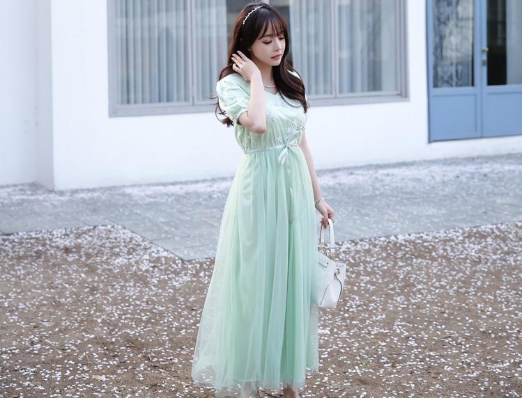 ชุดเดรสยาวสีเขียว