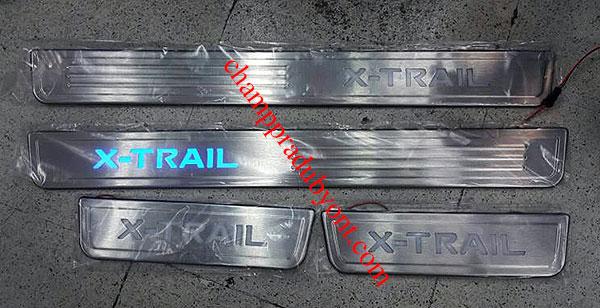 ชายบันไดสแตนเลสมีไฟ NISSAN X-TRAIL 14-16 แสงสีฟ้า